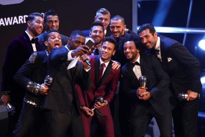 Buffon, Dani Alves, Bonucci, Ramos, Marcelo, Modric, Kroos, Iniesta, Messi, Cristiano Ronaldo e Neymar (Photo by Michael Steele/Getty Images)