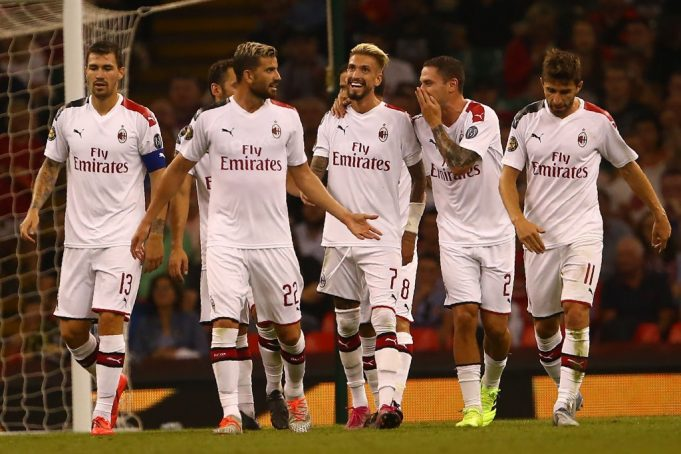 Giocatori del Milan durante la sfida di ICC contro il Manchester United (Photo credit should read GEOFF CADDICK/AFP/Getty Images)